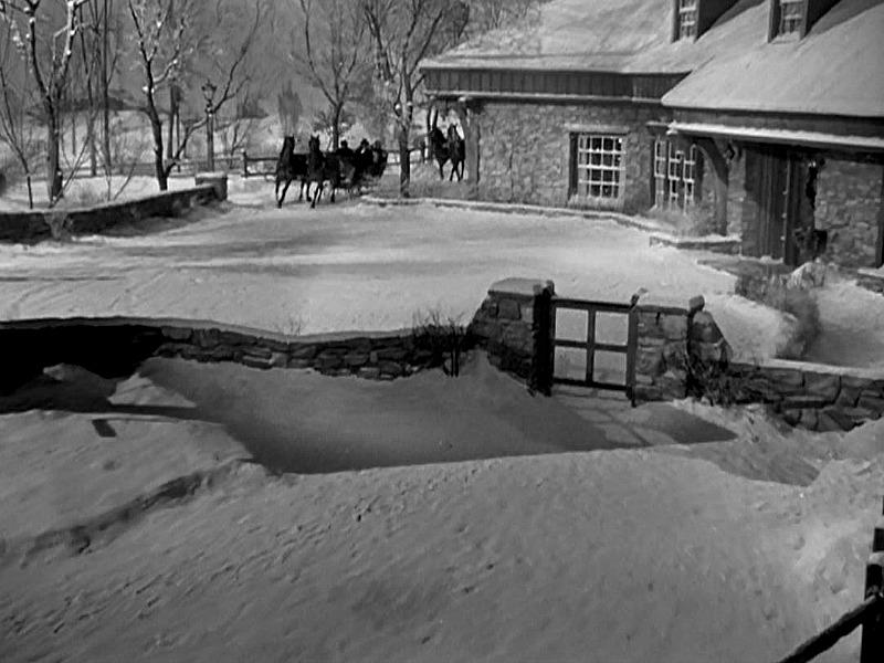 stone-farmhouse-exterior-christmas-in-connecticut-snow